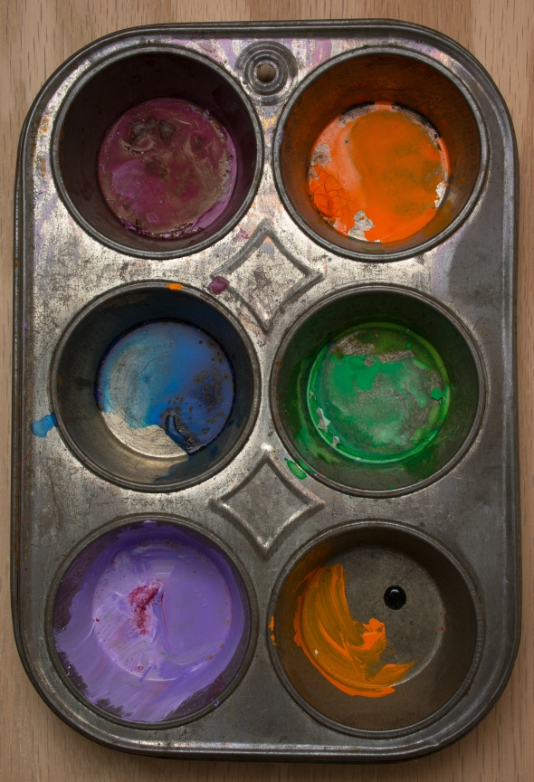 I use this as my watercolor mixing tray.